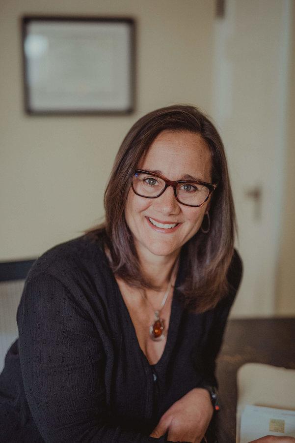 Dr. Lisa Dickinson